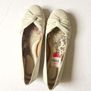 Born Lilly Flats in Cream White NWOB